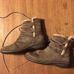 Ugg brown suede boots. Great shape. Size 9.